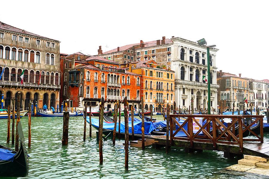 montar en gondola en venecia