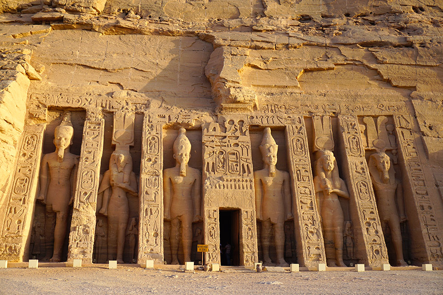 Templo de Nefertari en abu simbel egipto