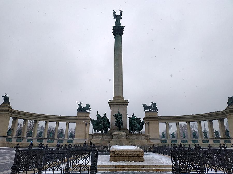 plaza de los héroes budapest
