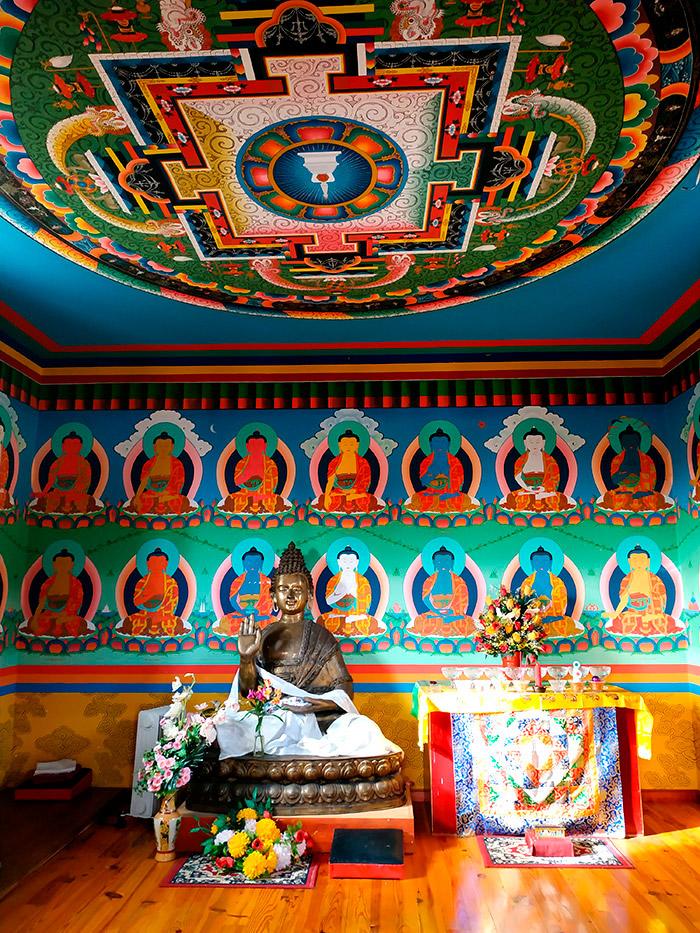 interior templo budista panillo