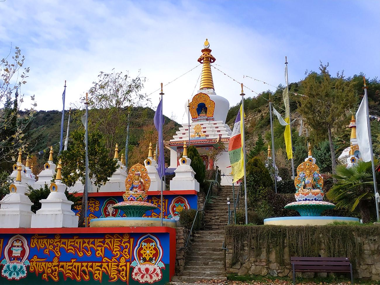 Templo budista de PANILLO (Huesca) | Mi Siguiente Viaje