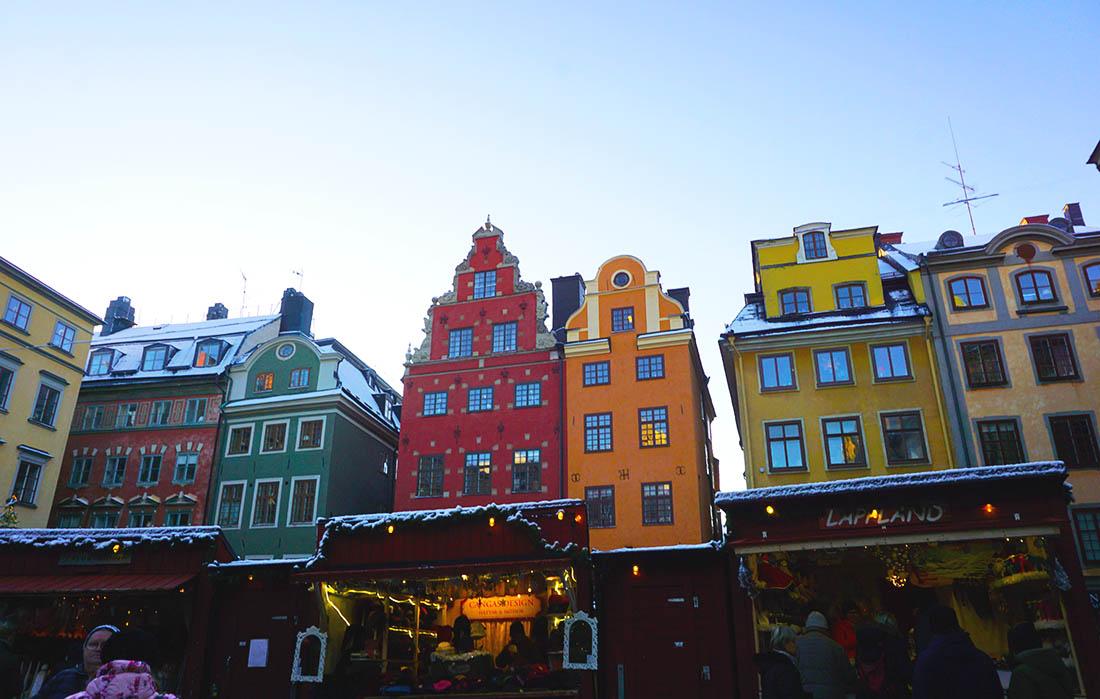 Plaza Stortorget casas de colores Estocolmo