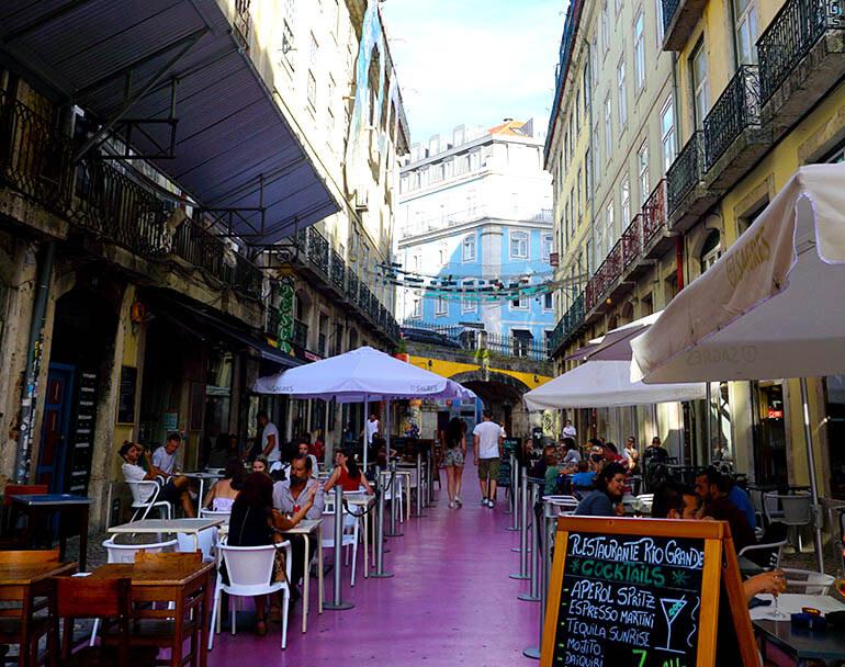 famosa calle rosa de Lisboa
