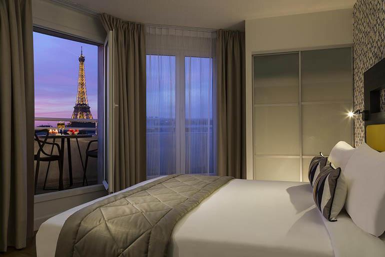 Estudio con vistas a la Torre Eiffel